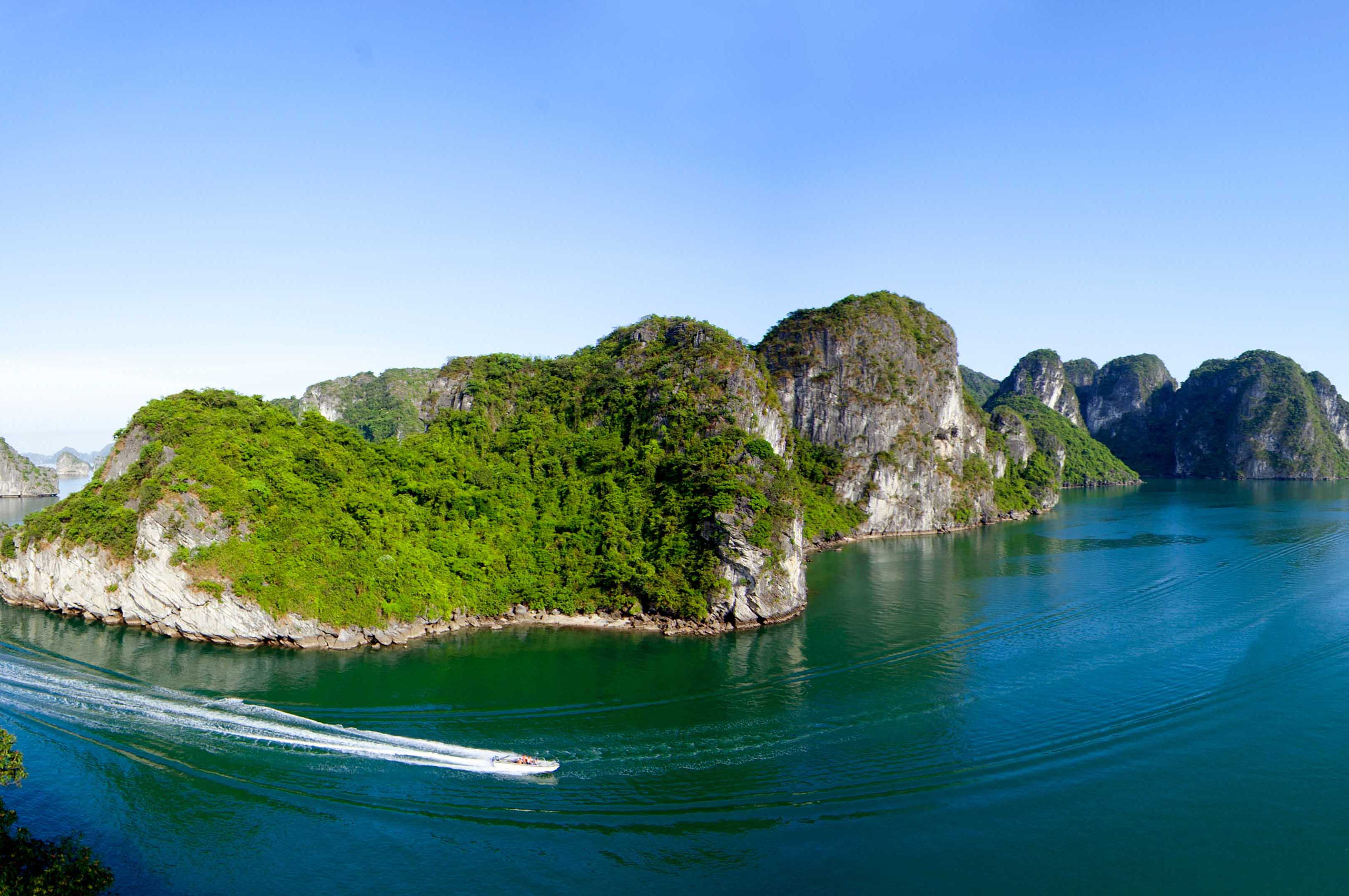 halong-bay-panorama